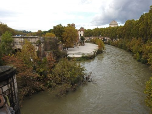 Tiber Island and the Ponte Rotto. Photo: ©Andrea-Senese